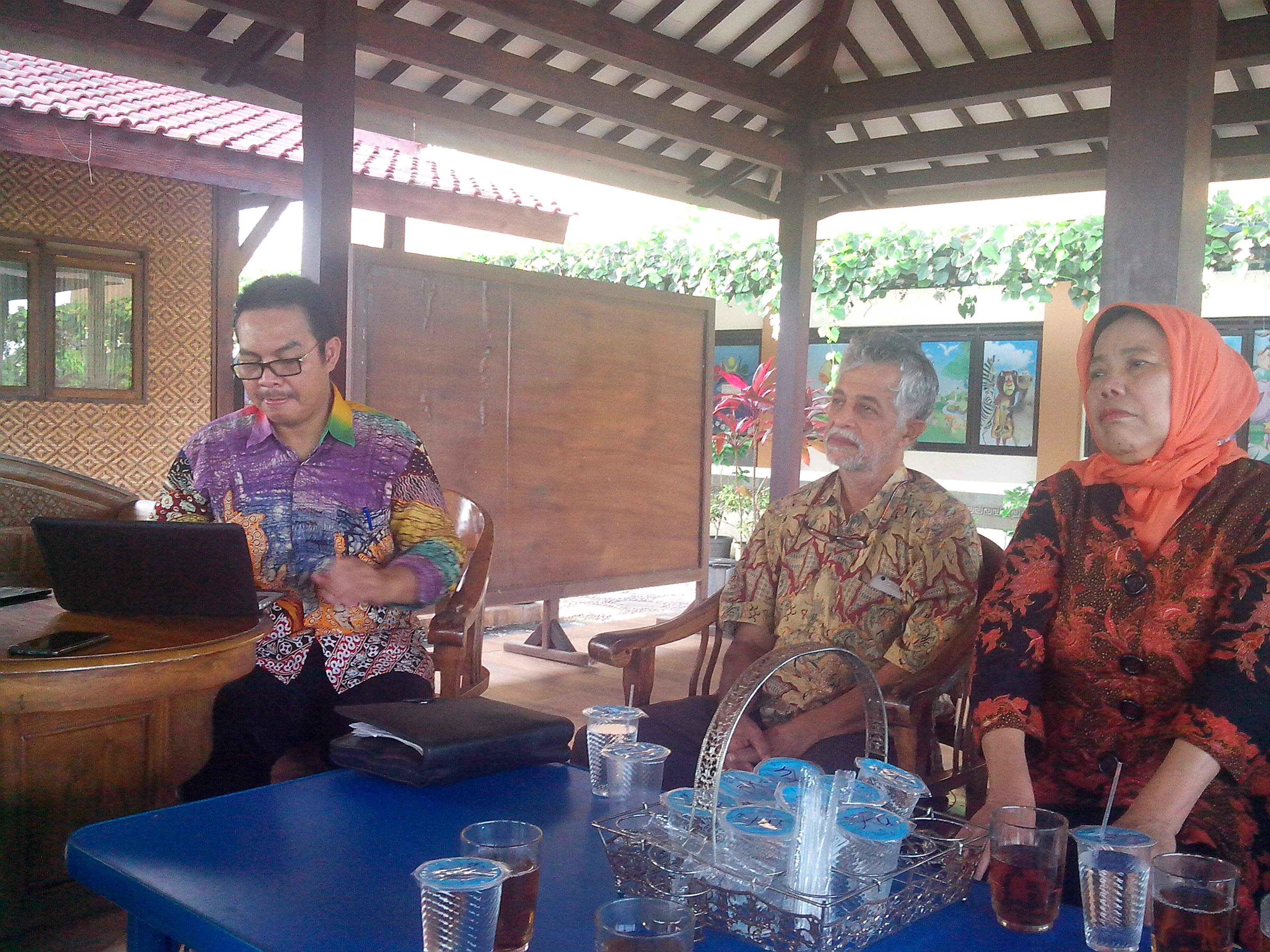 Bupati Hasto Wardoyo sedang berbicang tentang Kulon Progo