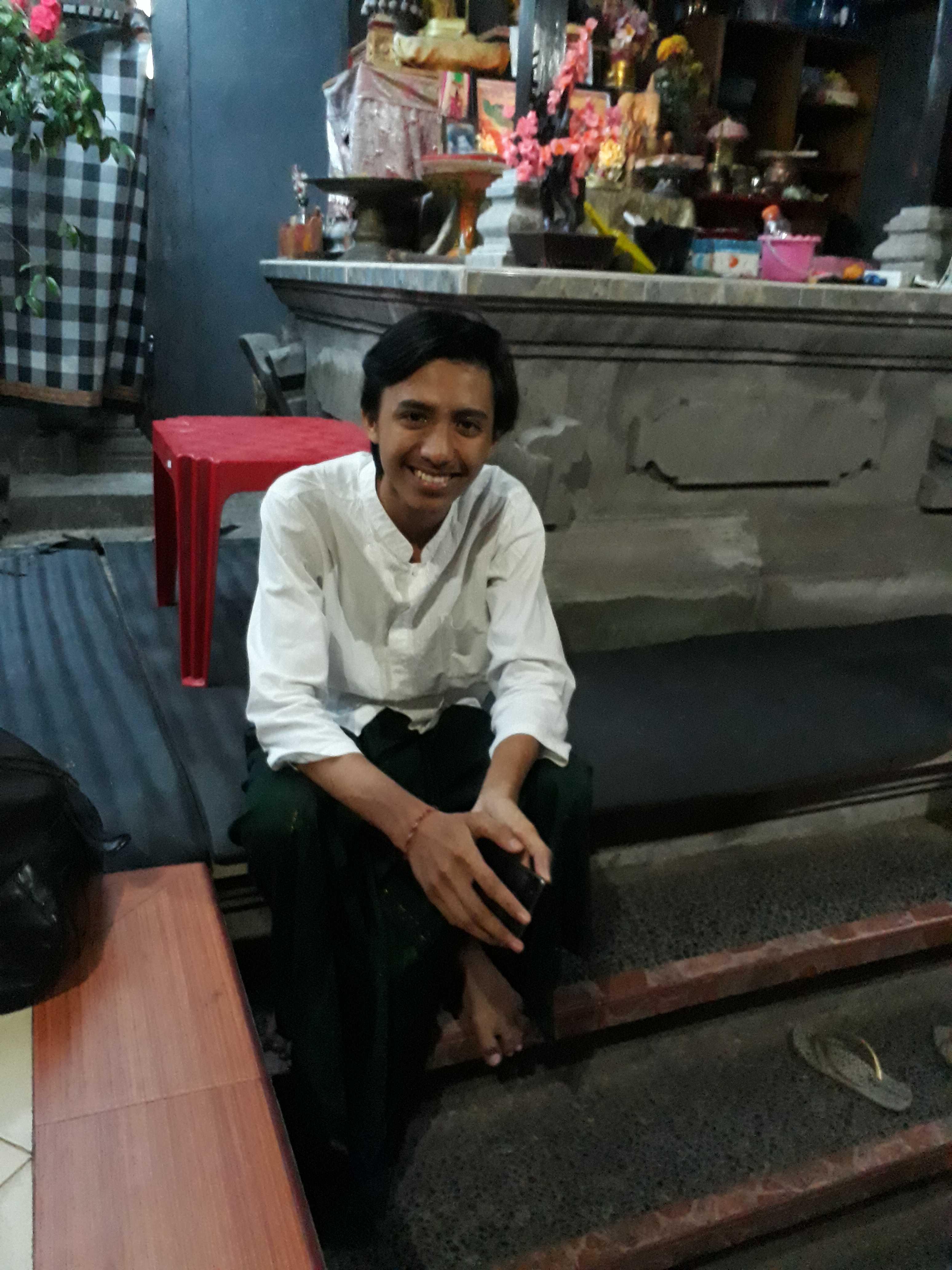 I Made Danan Jaya, guru Bahasa Sanskerta berusia 19 tahun