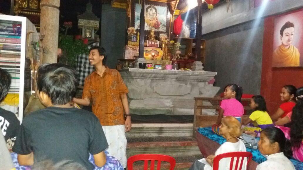 Sanskerta II: Pemuda Ganteng Mengajar Bahasa Dewa